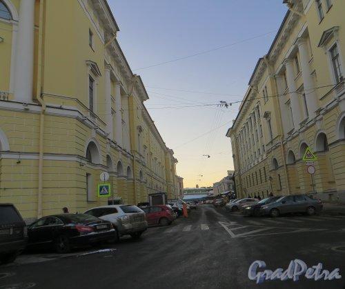 Перспектива Торгового переулка от площади Ломоносова в сторону Апрасиного двора. Фото 2 декабря 2013 г.