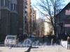 Проезд от пр. Ветеранов в сторону домов 67 (справа) и 71 (слева). Фото март 2012 г.