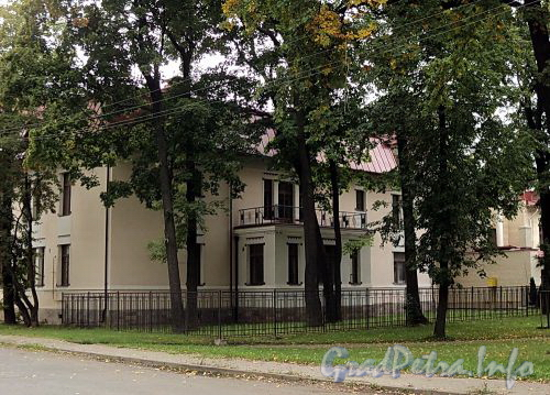 Санаторная аллея, д. 3. Вид с торца здания. Фото сентябрь 2010 г.