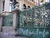 Конногвардейский бул., д. 7. Особняк М.В.Кочубея. Ограда и решетка ворот. Фото июль 2009 г.