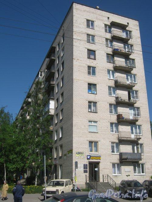 Бульвар Новаторов, дом 116. Торец дома со стороны ул. Танкиста Хрустицкого. Фото май 2012 г.
