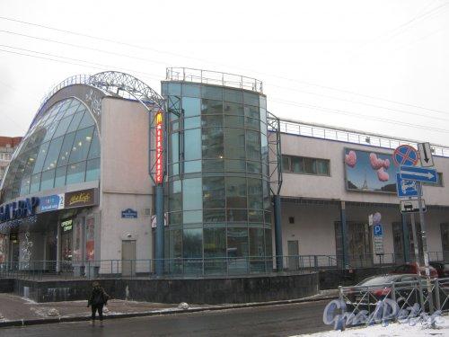 Бульвар Новаторов, дом 11, корпус 2, литера А. Фрагмент здания. Вид со стороны дома 11. Фото 12 января 2014 г.