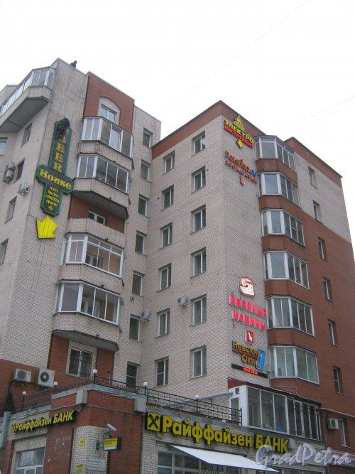 Бульвар Новаторов, дом 11. Фрагмент здания. Вид со стороны дома 127 по Ленинскому пр. Фото 12 января 2014 г.