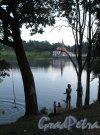 ул. Чкалова (Гатчина), д. 22. Приоратский дворец. Вид на Черное озеро и Приоратский Дворец. Фото август 2013 г