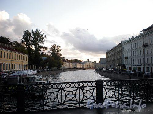Река Мойка на участке от Зеленого моста в сторону Красного моста. Фото октябрь 2009 г.