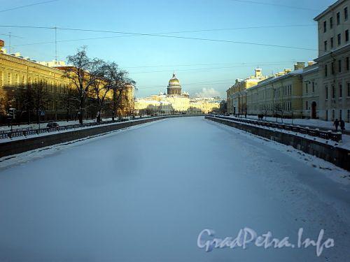 Река Мойка на участке от Поцелуева моста в сторону Почтамтского пешеходного моста. Фото январь 2010 г.