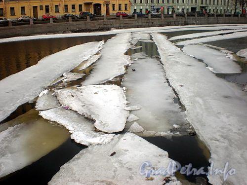 Ледоход на Фонтанке. Фото март 2010 г.