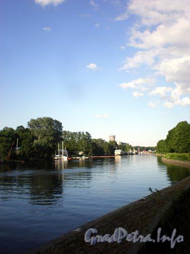 Река Большая Невка. Вид с Елагина острова. Фото июнь 2009 г.