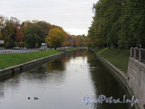 Река Карповка на участке от Петропавловского моста в сторону Аптекарского моста. Фото октябрь 2010 г.