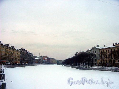 Река Фонтанка на участке от Аничкова моста в сторону моста Ломоносова. Фото ноябрь 1999 г.