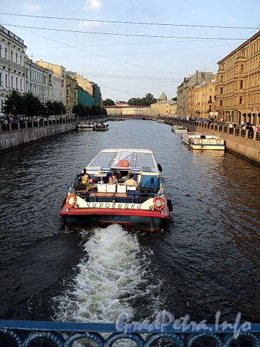 Река Мойка на участке от Синего моста в сторону Красного моста. Фото август 2010 г.