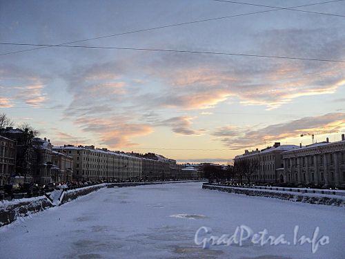 Река Фонтанка на участке от Аничкова моста в сторону моста Ломоносова. Фото январь 2011 г.