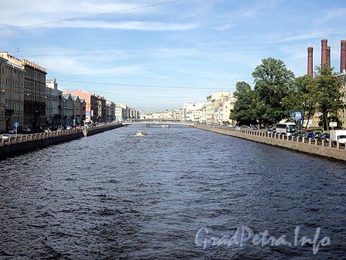 Река Фонтанка на участке между Обуховским и Горсткиным мостами. Фото июль 2010 г.