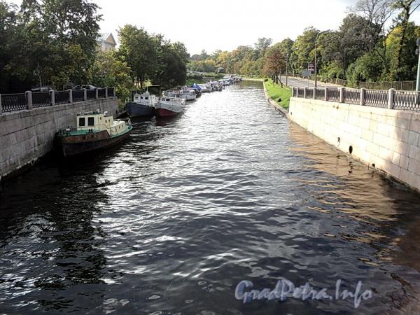 Река Карповка. Вид от Аптекарского моста. Фото сентябрь 2011 г.