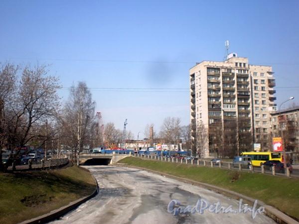 Черная речка на участке от Ланского моста в сторону Коломяжского моста. Фото апрель 2010 г.