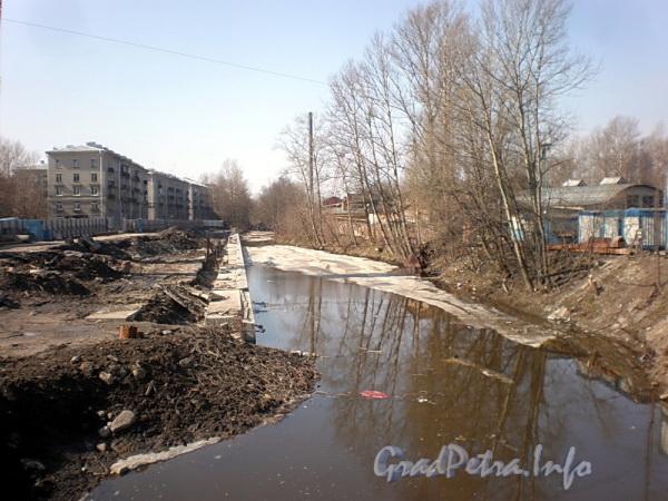 Черная речка в районе Коломяжского моста. Вид в сторону Карельского переулка. Фото апрель 2010 г.
