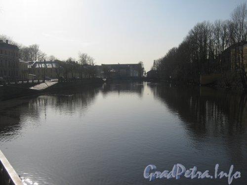 Река Фонтанка с поворота её набережной и в сторону Порта. Фото апрель 2012 г.