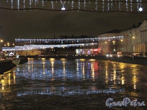 река Фонтанка в праздничном новогоднем освещении. Фото с Аничкова моста в сторону Фонтанного дома. кон. декабря 2013 г.