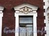 3-я линия В.О., д. 20. Доходный дом Л. Н. Бенуа. Элементы художественного оформления фасада здания. Фото июль 2009 г.