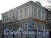 13-я линия В.О., д. 14 / Большой пр., В.О., д. 36 (левый корпус). Бывший церковный корпус Елизаветинского института. Общий вид здания. Фото 2004 г.
