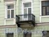 3-я линия В.О., д. 10. Бывший доходный дом. Решетка балкона. Фото май 2010 г.