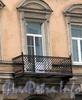 3-я линия В.О., д. 24. Бывший доходный дом. Решетка балкона. Фото май 2010 г.