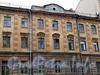 3-я линия В.О., д. 42. Фрагмент фасада здания. Фото май 2010 г.