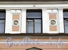 6-я линия В.О., д. 27. Фрагмент фасада правого корпуса. Фото апрель 2011 г.