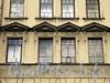 6-я линия В.О., д. 49. Сандрики над окнами третьего этажа. Фото июнь 2010 г.