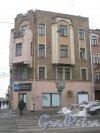 6-я линия В.О., дом 51. Общий вид с 7-й линии В.О. на угловую часть фасада здания. Фото 12 февраля 2013 г.