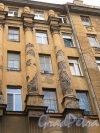 15-я линия В.О., дом 34. Фрагмент фасада здания.  Фото 30 апреля 2013 г.