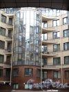 8-я линия В.О., д. 37. 5-этажный жилой дом с магазинами. Дворовый корпус. 2010-е