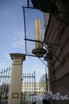 Биржевая линия В.О., д. 6. Здание студенческой столовой Санкт-Петербургского университета. Выход на улицу.