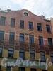 9-я линия В.О., д. 74. Бывший доходный дом. Фрагмент фасада здания. Апрель 2009 г.