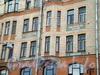 7-я линия В.О., д. 16-18. Дом А.В.Пеля с аптекой,химической лабораторией и фабрикой. Фрагмент фасада. Фото август 2009 г.