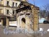 Фрагмент ограды Благовещенской церкви между домами 65 и 69 по 8-ой линии В.О. Фото апрель 2009 г.