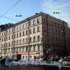 9-я линия В.О., д. 64 (левая часть) / Малый пр., В.О., д. 25. Бывший доходный дом. Общий вид здания. Фото апрель 2009 г.