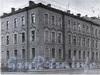 1-я линия В.О., д. 2 / Румянцевская пл., д. 1. Доходный дом А. В. Макарова (Г. Ю. Урлауб). Фрагмент фасада здания. Фото 1967 г. (из книги «Историческая застройка Санкт-Петербурга»)