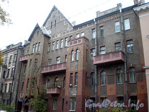 16-я линия В.О., д. 9. Жилой дом Александровской мужской больницы. Фасад здания. Фото октябрь 2009 г.