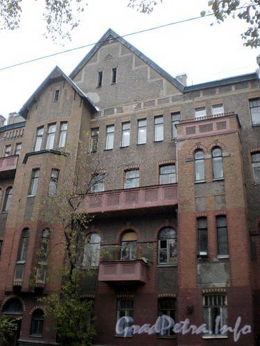 16-я линия В.О., д. 9. Жилой дом Александровской мужской больницы. Фрагмент фасада здания. Фото октябрь 2009 г.