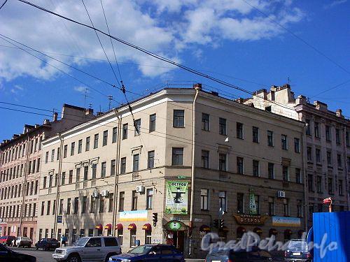 16-я линия В.О., д. 73 (левая часть) / Малый пр., В.О., д. 49 (угловой корпус). Бывший доходный дом. Вид с 16-17-ой линии.