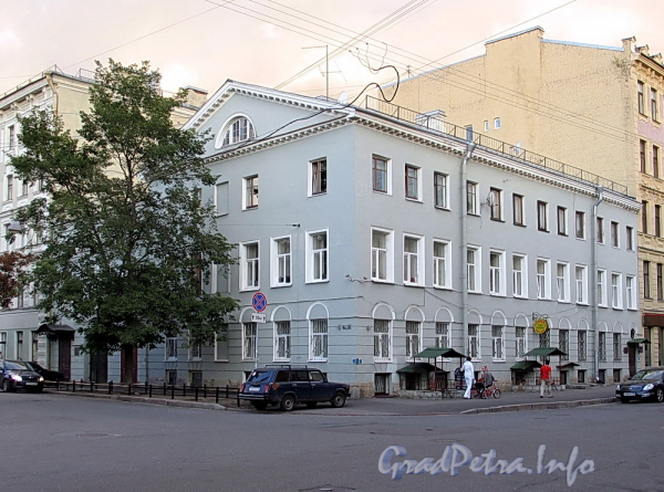 6-я линия В.О., д. 7 / Бугский пер., д. 6. Общий вид. Фото август 2010 г.