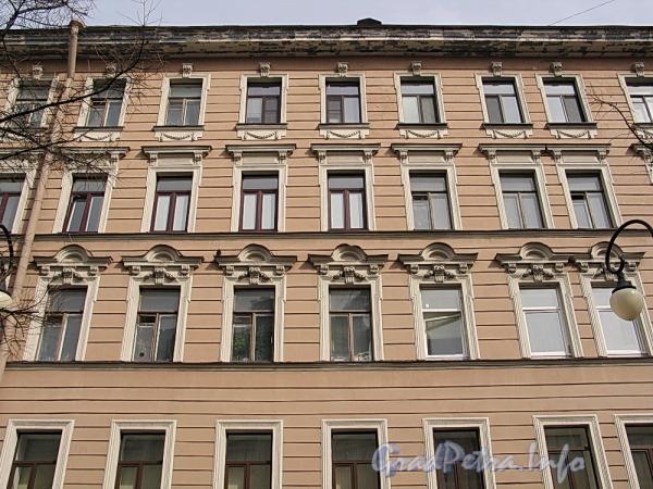 6-я линия В.О., д. 17. Фрагмент фасада. Фото апрель 2011 г.