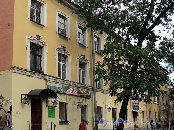 6-я линия В.О., д. 31. Фасад лицевого корпуса. Фото июнь 2010 г.