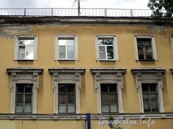6-я линия В.О., д. 31. Фрагмент фасада лицевого корпуса. Фото июнь 2010 г.