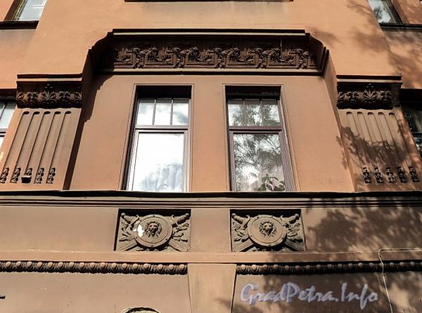 6-я линия В.О., д. 37. Фрагмент фасада. Фото июнь 2010 г.