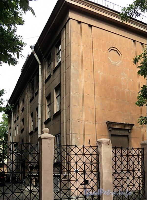6-я линия В.О., д. 37 А. Жилой корпус. Общий вид. Фото июнь 2010 г.