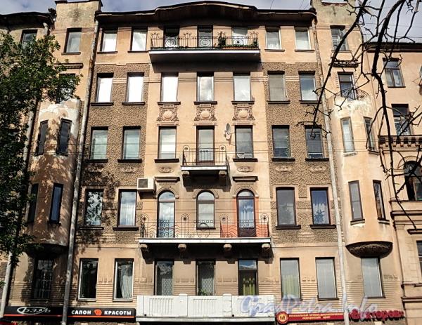 6-я линия В.О., д. 41. Фрагмент фасада правой части здания. Фото июнь 2010 г.