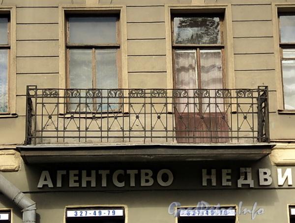 6-я линия В.О., д. 43. Ограждение балкона. Фото июнь 2010 г.