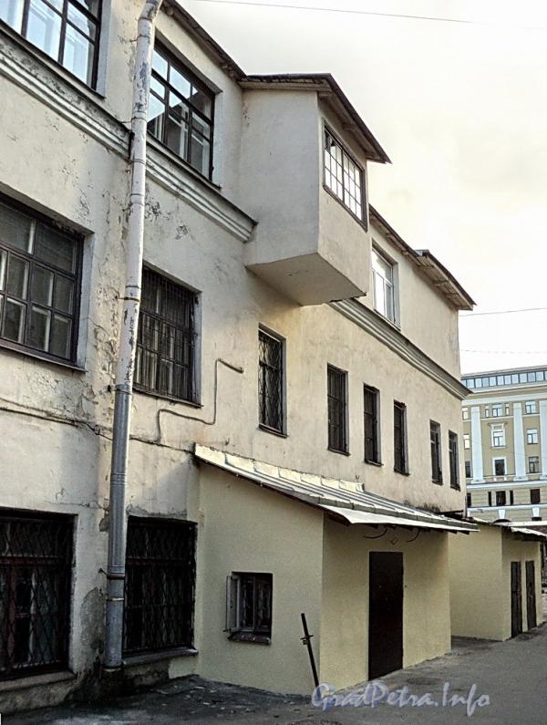 6-я линия В.О., д. 55 (дворовый корпус). Боковой фасад. Фото август 2010 г.